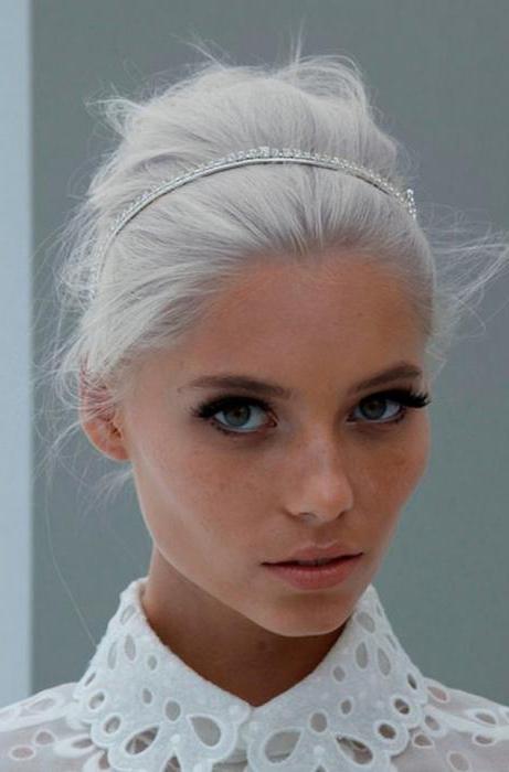 светло серые волосы