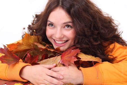 Девушкам осеннего цветотипа очень повезло – они могут смело красить локоны во все оттенки медного