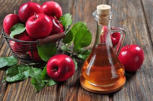 Яблочный уксус для волос лучше приготовить самостоятельно