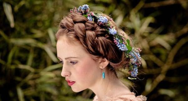 """Коса """"корона"""" с цветами"""