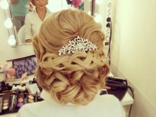 Свадебные заколки в волосы в форме гребня придадут образу невесты изящество и нежность