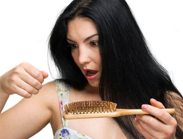 выпадают волосы у кормящей мамы что делать