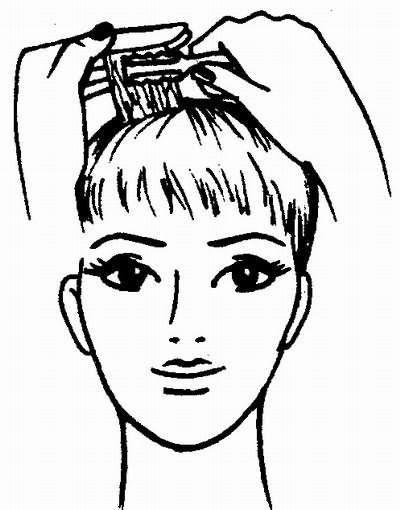 отделочная операция в суперкороткой женской стрижке выполняется филировочной бритвой