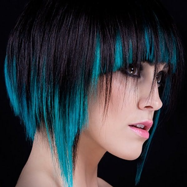 Не обязательно красить всю голову, можно выделить отдельные локоны, которые очень эффектно выглядят.