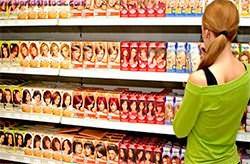 Придя в магазин, не теряйтесь, а просто изучите данные на упаковках красящих средств.