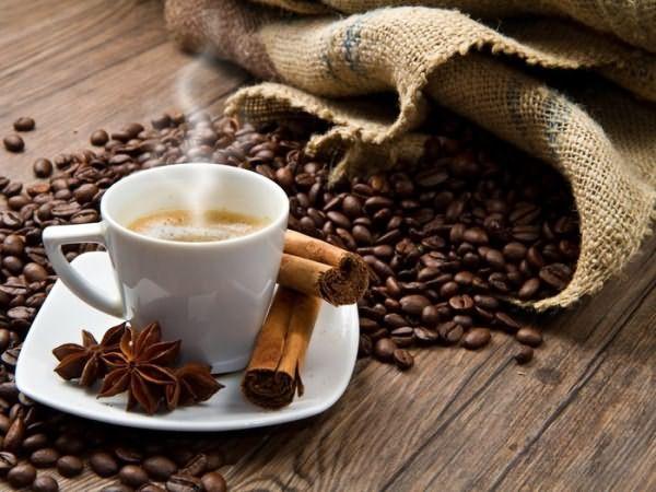 Кофе – оставит не только приятный аромат, но и придаст волосам благородный оттенок