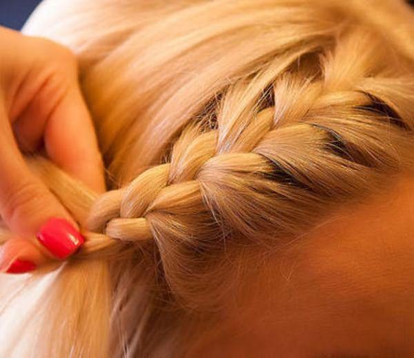 Коса ободком плетется быстро.