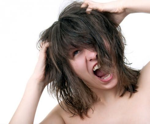 Зуд, перхоть, выпадение могут быть сигналами опасных заболеваний