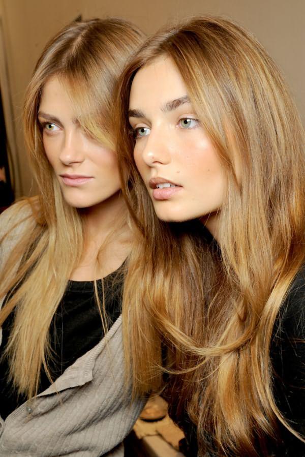 Девушки с русыми, длинными, прямыми волосами