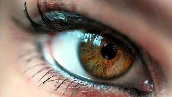 Каре-зелёные глаза всегда завораживали.