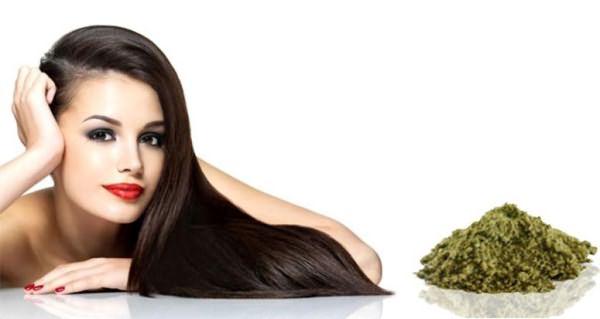 Чтобы сделать волосы более жесткими и промыть их используют воду с отварами трав