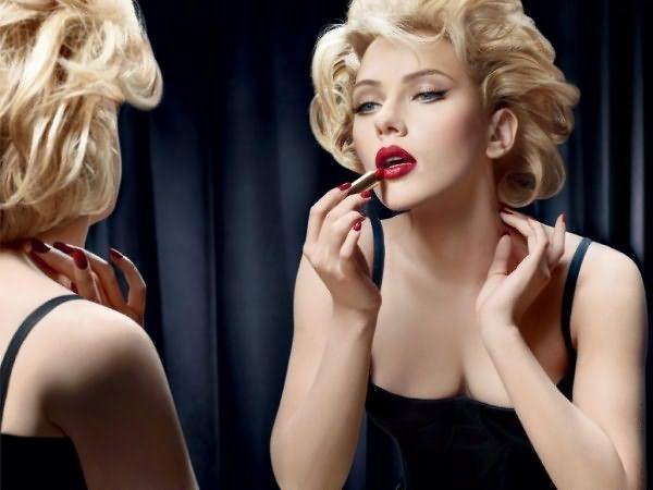 Фото Скарлетт Йоханссон, примеряющая на себе образ несравненной Мэрилин Монро