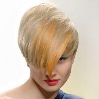 прическа каскад на короткие волосы с челкой 8