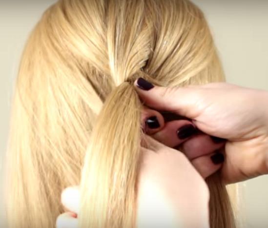 Плетение французской косы: шаг 4