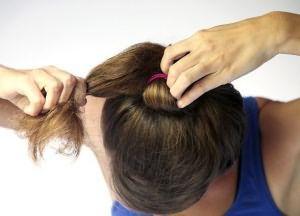 как сделать прическу пучок на средние волосы 2
