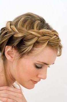 Данное фото наглядно демонстрирует, что даже короткие волосы можно красиво заплести