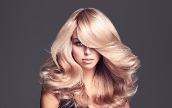 Женщина с красивыми волосами