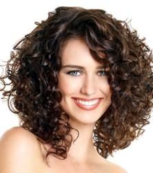 Фото: непослушную копну волос можно легко преобразить благодаря стрижке - каскад