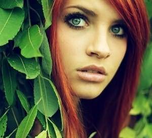 На фото: зеленые глаза и рыжие волосы создают привлекательное сочетание