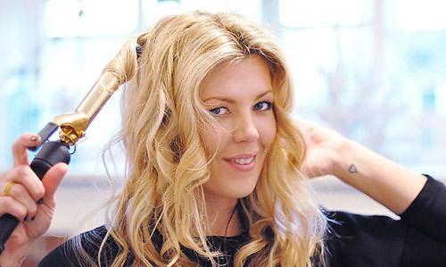 Часто мы выбираем плойку для волос, руководствуясь рекламой. Такой подход неверен и «опасен» для ваших локонов