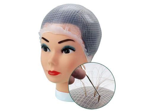 Так выглядит специальная шапочка с отверстиями для мелирования прядей