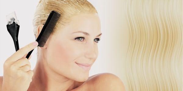 Девушка восстанавливает волосы после осветления