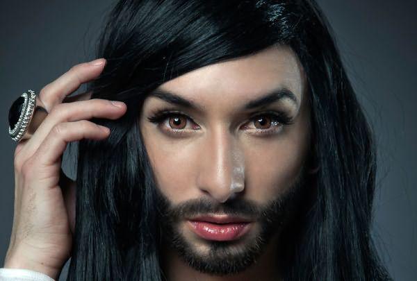 Чрезмерный рост волос на лице может быть генетически передающимся признаком или результатом гормональных изменений в организме