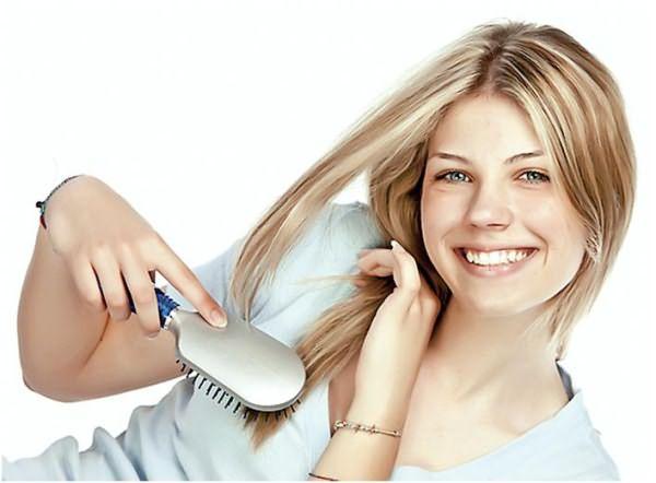 Расчесывание помогает равномерно распределить выделяемый кожный жир, что гарантирует защиту структуры волоса по всей длине