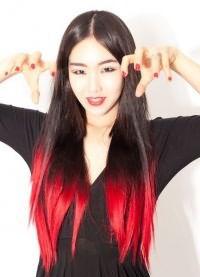 красные пряди на темных волосах 4
