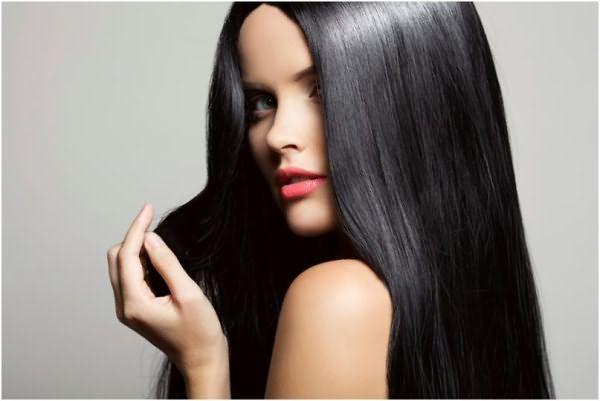 Девушка с блестящими здоровыми волосами