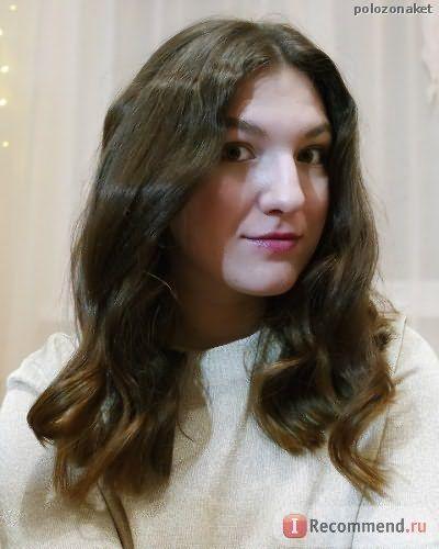 Волосы при освещении лампой вечером