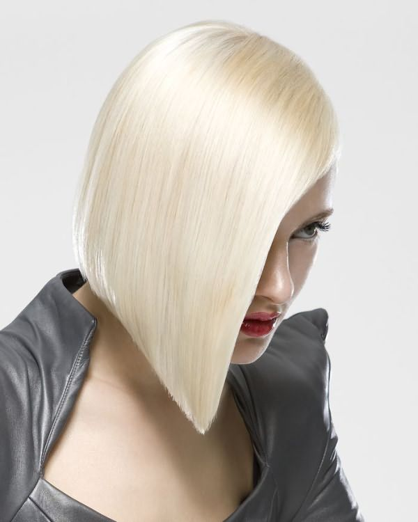 яркая блондинка
