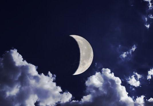 Растущая Луна – пособница девушек в деле укрепления прически