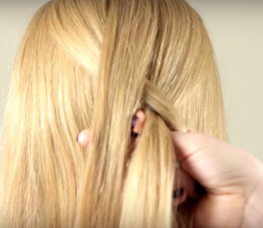 Плетение французской косы: шаг 3