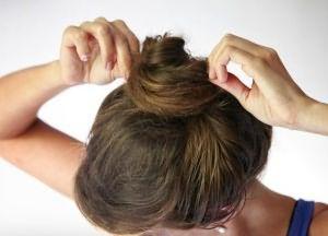 как сделать прическу пучок на средние волосы 3