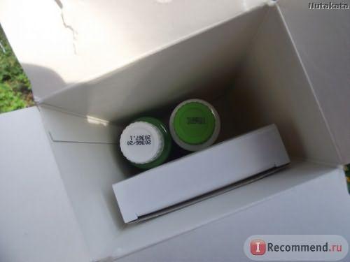 Открываем коробочку, там два бутылька и маленькая коробочка