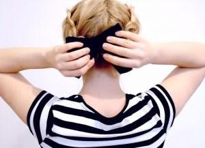 быстрая прическа на короткие волосы своими руками 6