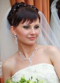 Свадебные прически на средние волосы с фатой14