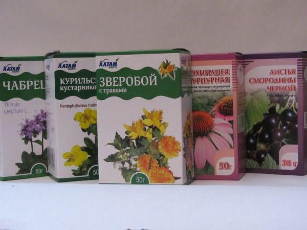 Травяные аптечные сборы. Цена на них варьируется от 30 до 100 рублей.