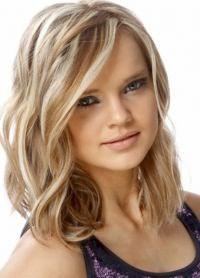 красивая укладка волос средней длины 2