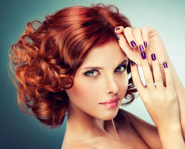 Укладка на вьющиеся волосы средней длины