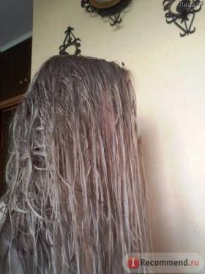 Мокрые волосы, выглядят темными