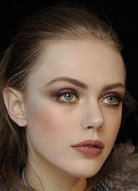 макияж для зеленых глаз и русых волос 4