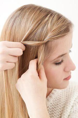 Плетение романтичной косы: шаг 2
