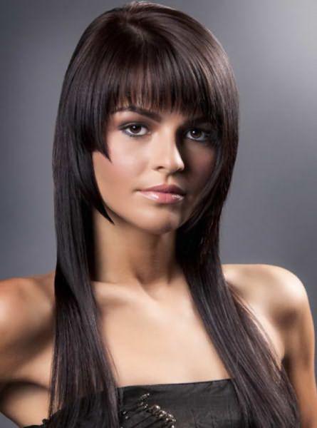 Прямая челка и ровные длинные волосы – великолепное сочетание