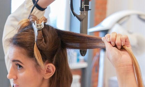 Выпрямление волос плойкой