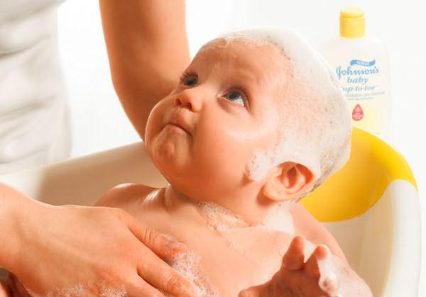 Процесс купания малыша