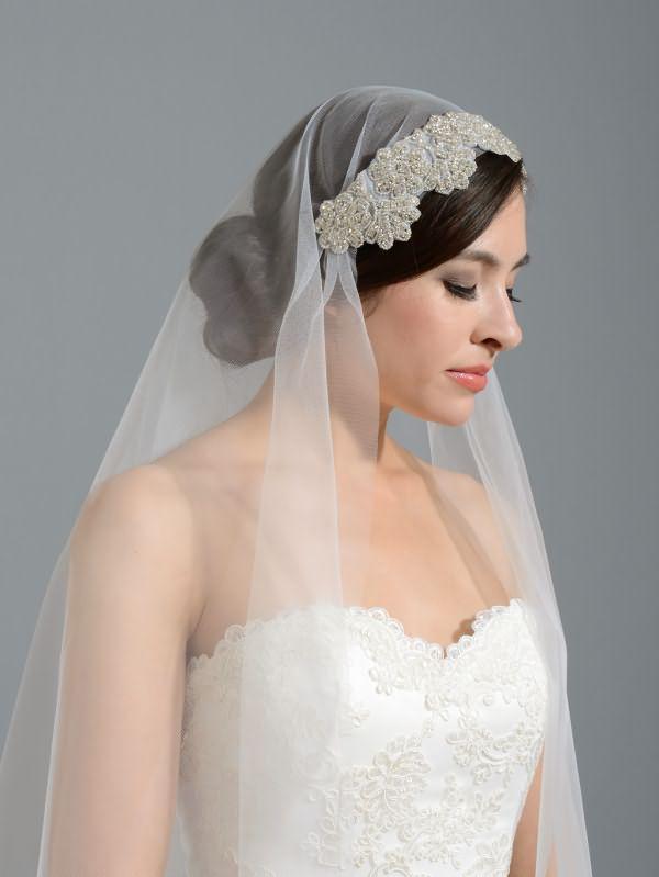 pricheski-na-svadbu-na-srednie-volosy-foto_22