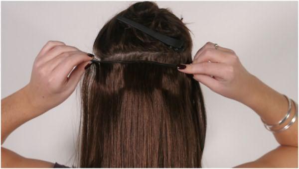 Крепить накладные волосы на заколках необходимо аккуратно, но надежно, чтобы сами клипсы плотно прижимались