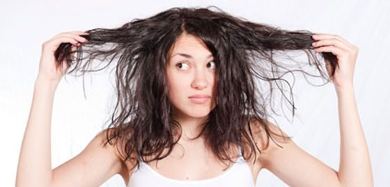 Фото: жирные волосы создают впечатление неопрятности